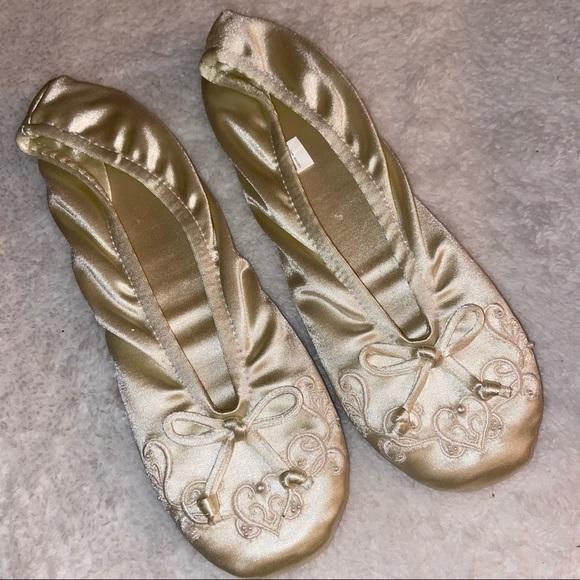 Isotoner Intimate Slippers Size Large 8-9